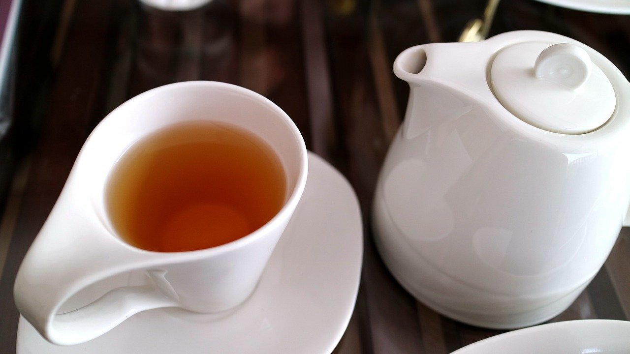 الشاي الأخضر يمكن أن ينهي مشكلة تقلق النساء والرجال