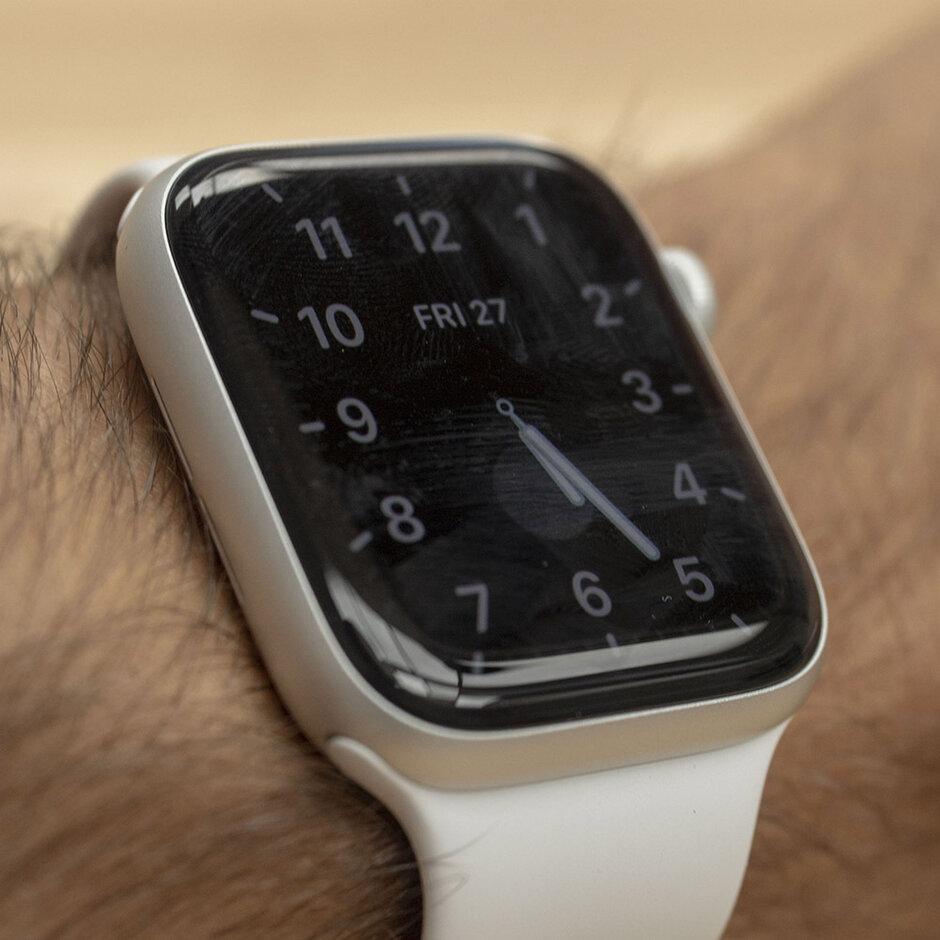 يتم تعتيمه بقية الوقت ، عقرب الثواني لا يتحرك ، ولكنه لا يزال قيد التشغيل - مراجعة Apple Watch Series 5