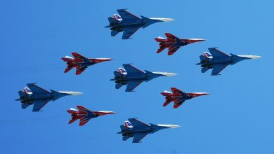 "Photo of فريق ""فرسان روسيا"" للألعاب البهلوانية يتسلم دفعة من مقاتلات ""سو- 35"""