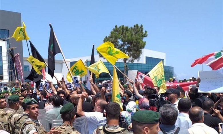 صورة تنديداً بالإساءة للنبي الأكرم (ص).. تظاهرة امام السفارة الفرنسية في لبنان
