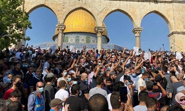 صورة مسيرات حاشدة وغضب في المسجد الاقصى نصرة للنبي محمد (ص)